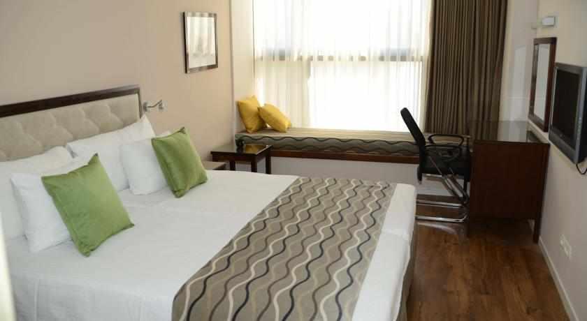 מיטה זוגית מלון ביי וויו חיפה