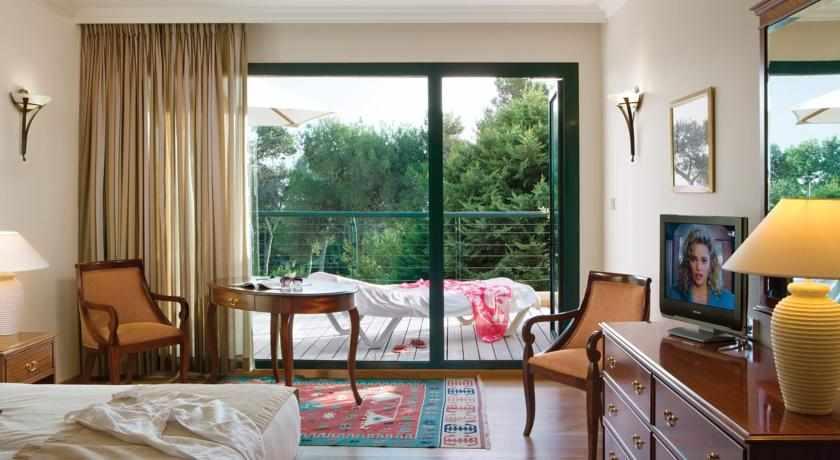 חדר נוף להרים מלון יערות הכרמל
