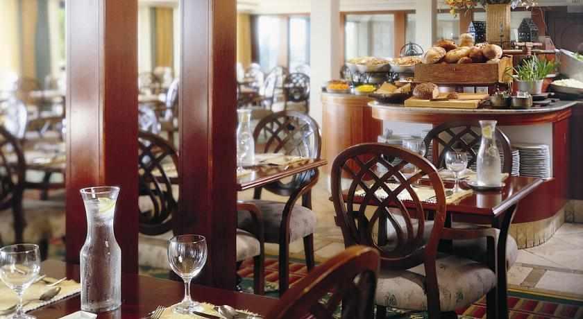 חדר אוכל של מלון יערות הכרמל