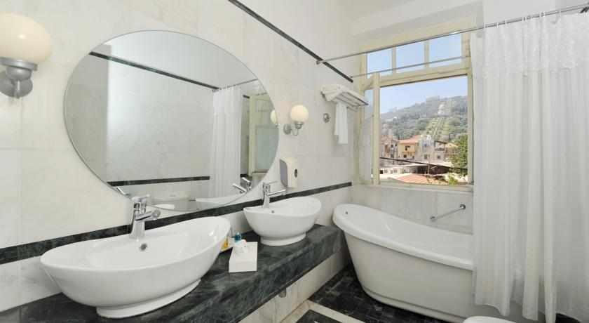 מקלחת מלון קולוני חיפה