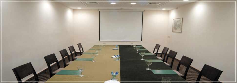 חדר ישיבות מלון גני דן בחיפה