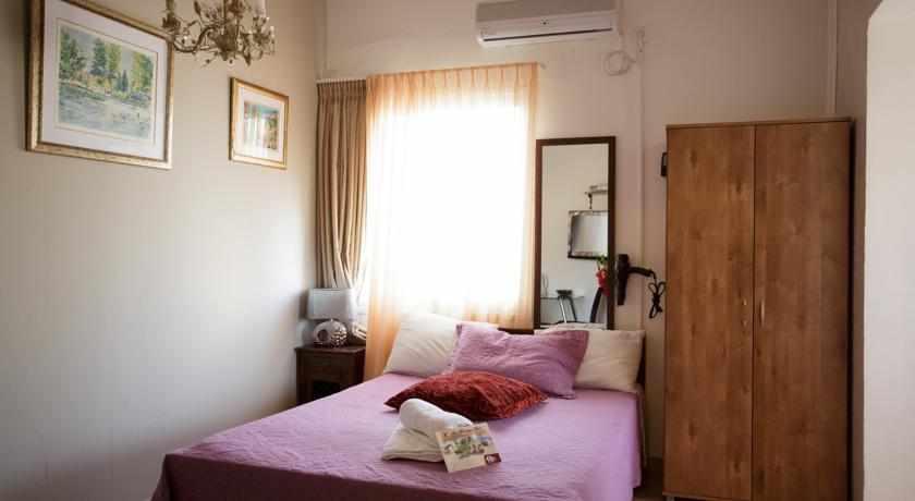 מיטה זוגית מלון לואי בחיפה