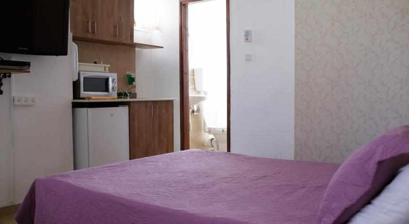 חדר מאובזר מלון לואי בחיפה