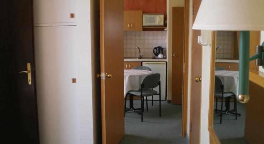 חדר עם מטבחון מלון מרום חיפה