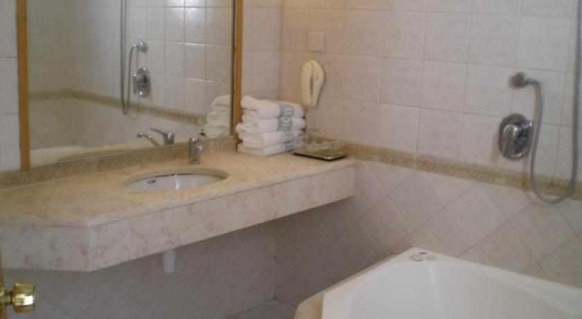 אמבטיה מלון מרום חיפה