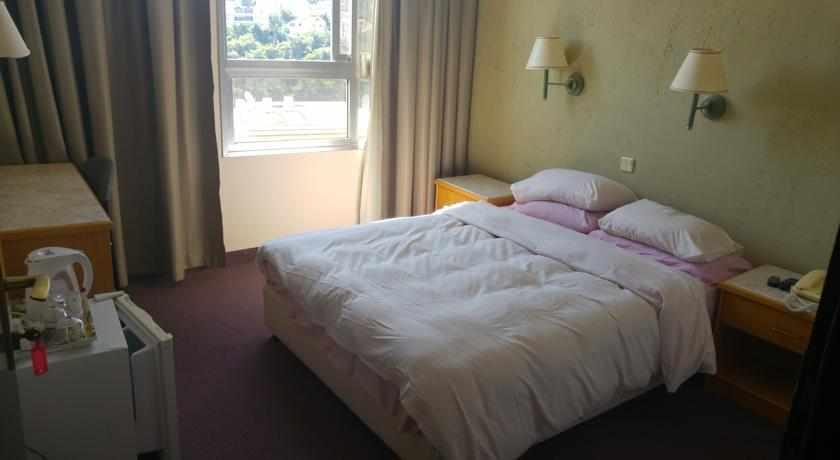 מיטה זוגית מלון מרום חיפה
