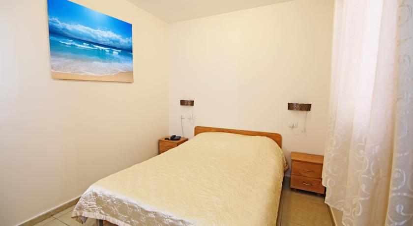 מיטה זוגית מלון סי פלאזה חיפה