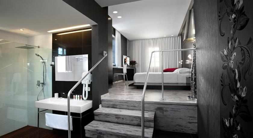 אמבטיה ושירותים מלון טמפלרס חיפה